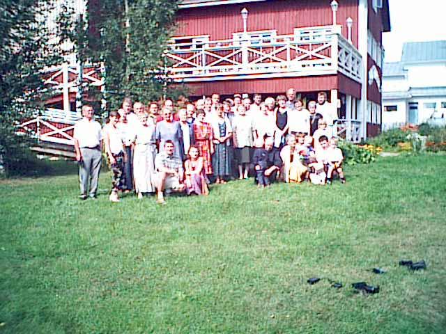 Sukua Tuusniemen vanhalla myllyllä vuonna 2002.