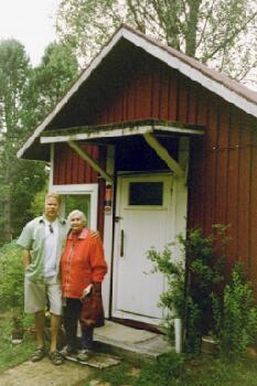 Tommi Hätisen lähettämä kuva itsestään mummonsa kanssa.